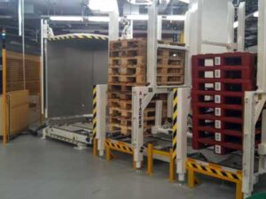 Pallet changer with Integrated pallet stacker